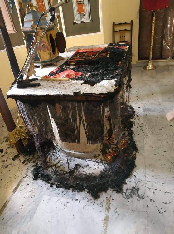 Έκαψαν την Αγία Τράπεζα στη Χίο
