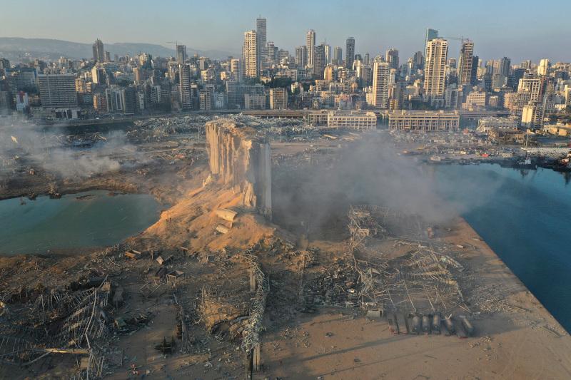 κηνικό βγαλμένο από την «Κόλαση» του Δάντη στο λιμάνι της Βηρυτού αποκάλυψε το πρώτο φως της ημέρας