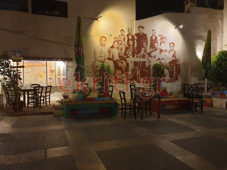 Αδεια τραπέζια στην Κρήτη