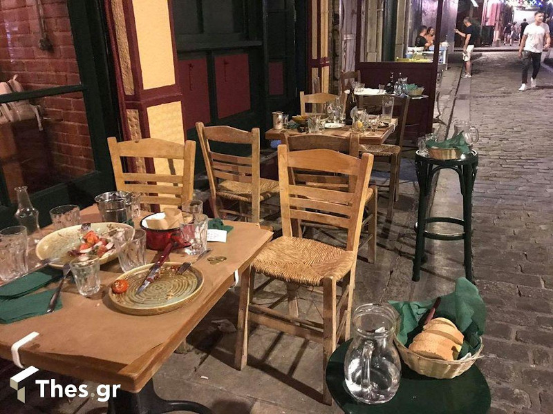 Άδειασαν τα μαγαζιά στη Θεσσαλονίκη