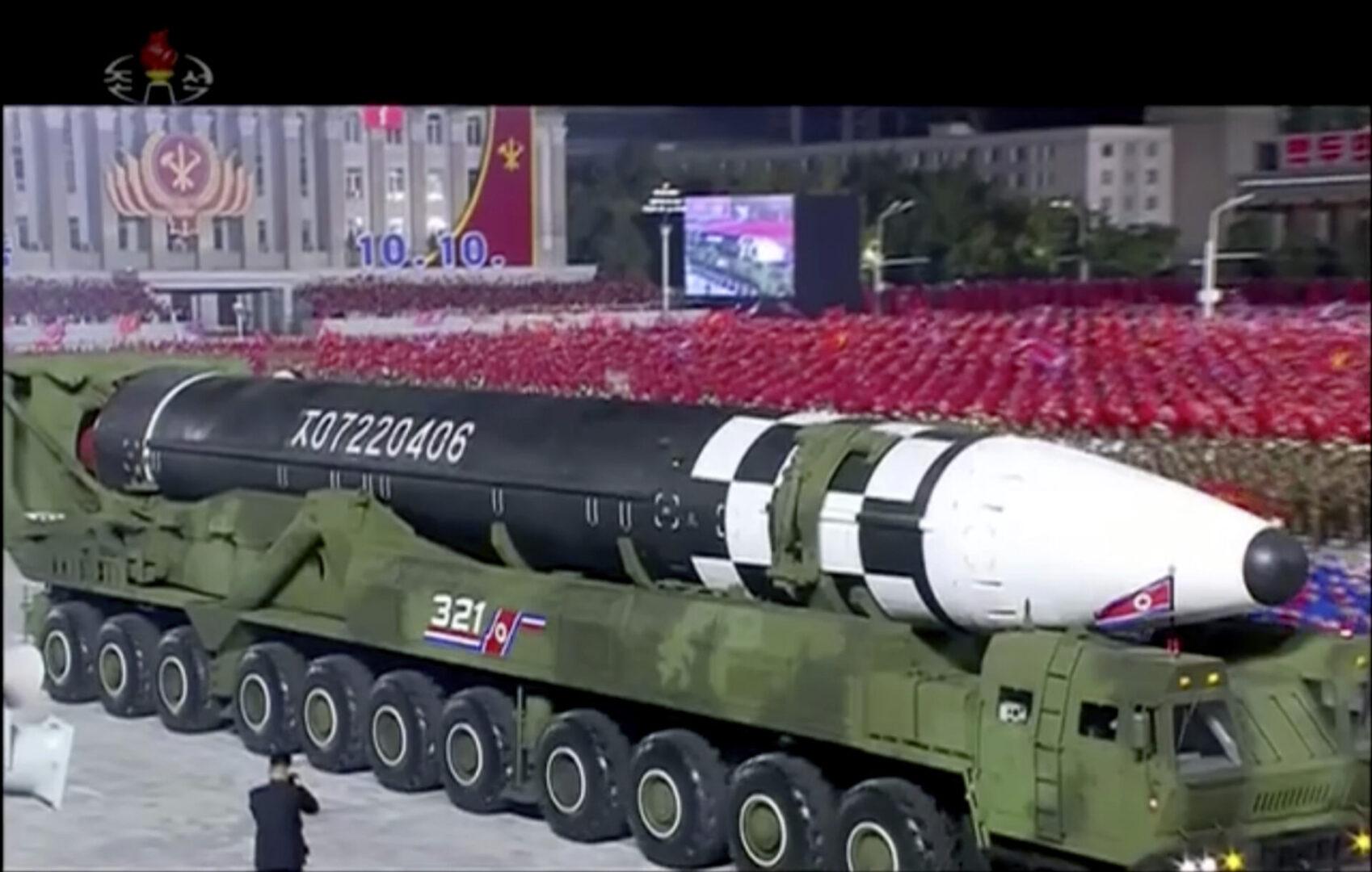 Ο Κιμ Γιονγκ Ουν προειδοποίησε ότι θα χρησιμοποιήσει το νέο πύραυλο και το υπόλοιπο οπλοστάσιό του αν δεχθεί η χώρα του απειλές