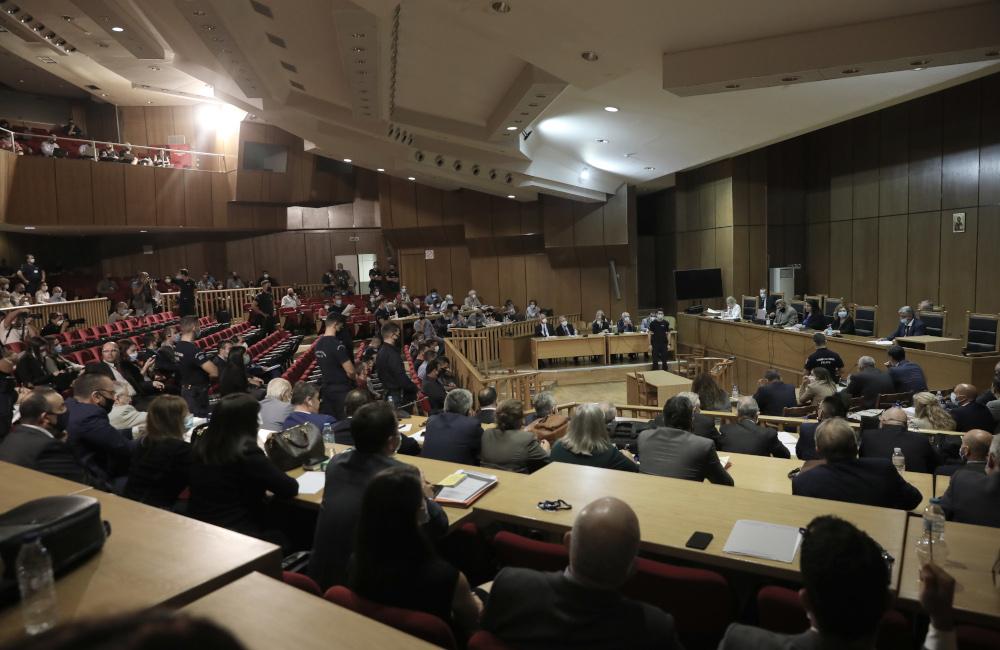 Κόσμος στην αίθουσα για την δίκη της Χρυσής Αυγής