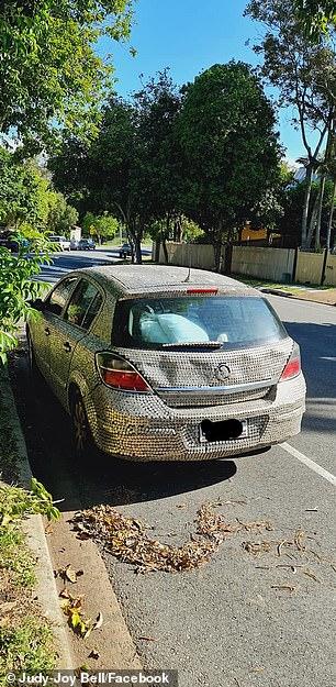 Το αυτοκίνητο καλύφθηκε με 40.000 νομίσματα