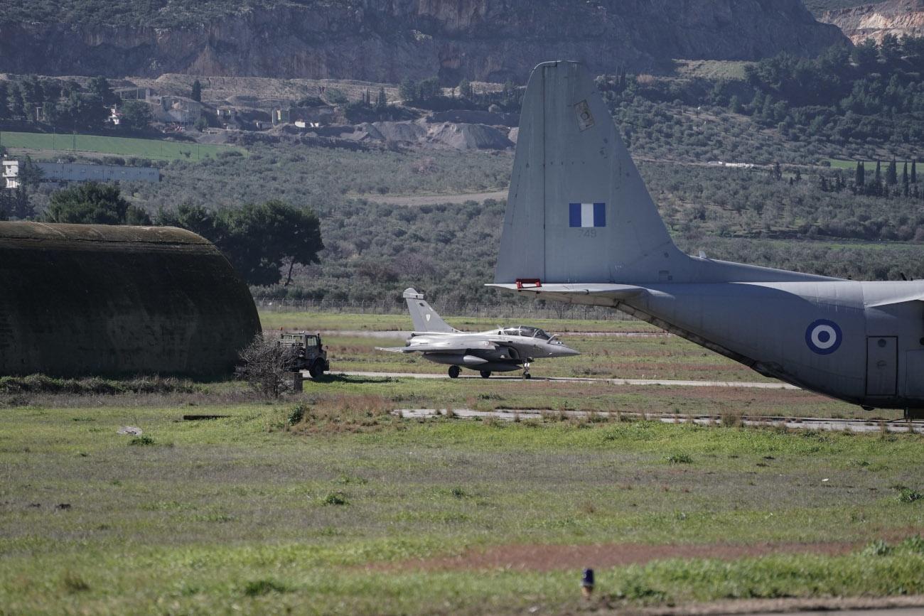 Πολεμικό αεροσκάφος σε διάδρομο στη Τανάγρα